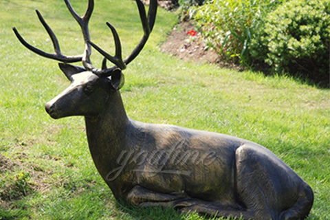 Decorative garden bronze deer statues